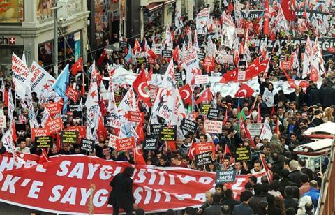 تركيا تستدعي أربعة ضباط بقضية الانقلاب .. أوجلان يتوقع إقرار السلام بحلول أغسطس