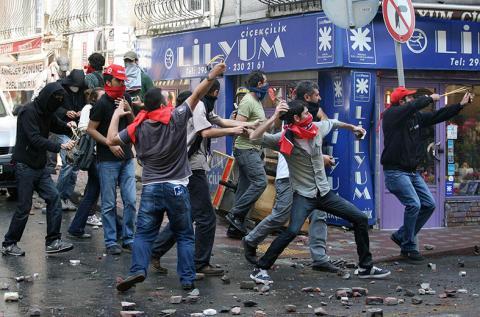 صدامات بين الشرطة ومتظاهرين في اسطنبول