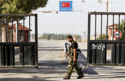 الجيش التركي يردّ على رصاص من سوريا