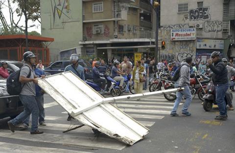 الرئيس الفنزويلي يدعو إلى حوار وطني