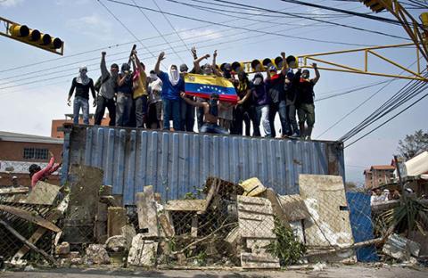 كراكاس تحضر لحوار على وقع التظاهرات