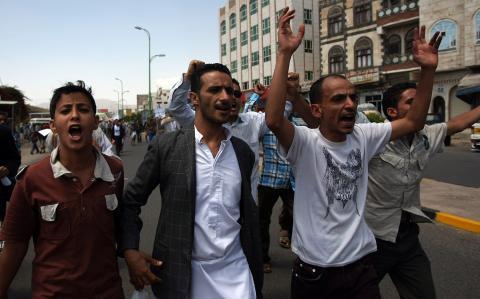 المشترك في اليمن يدين تفريق المعتصمين بالقوة