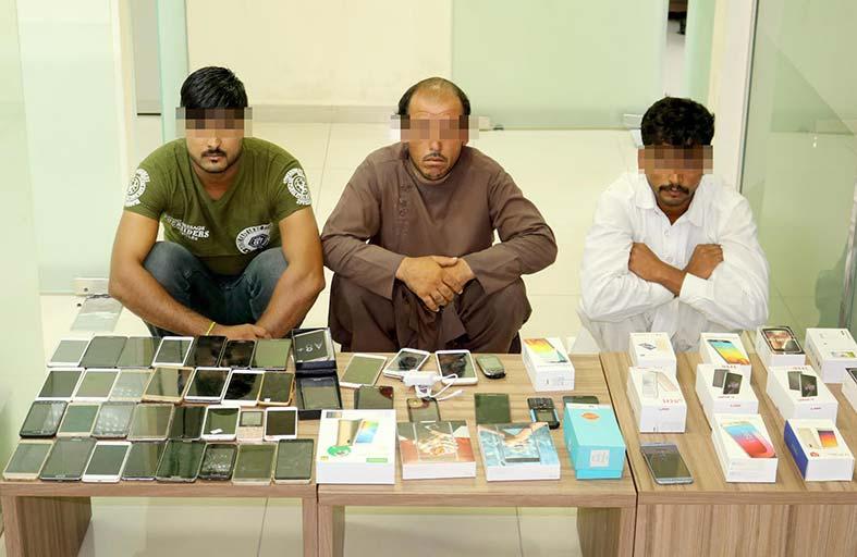 شرطة أبوظبي تضبط 3 آسيويين لسرقة هواتف متحركة في «العين»