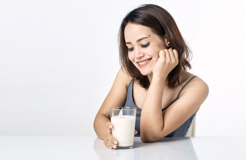 لهذه الأسباب يُنصح بتناول الحليب مع الشمر