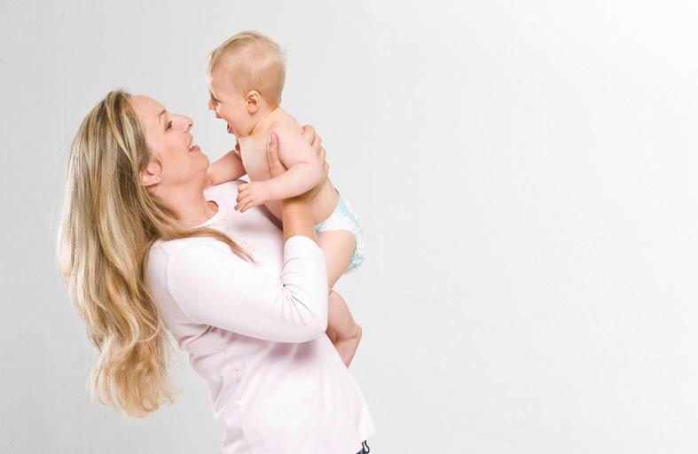 لماذا يجب الاهتمام بالصحة العقلية للأمهات الجدد بعد الولادة؟