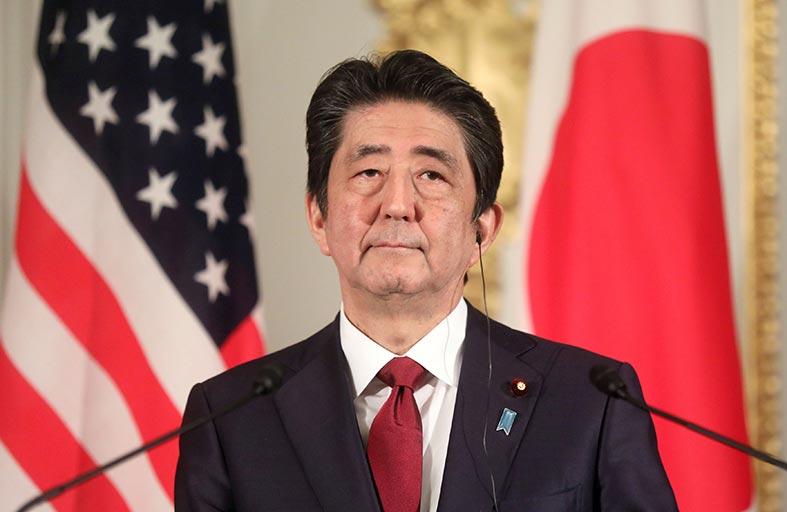 رئيس الوزراء الياباني في ايران