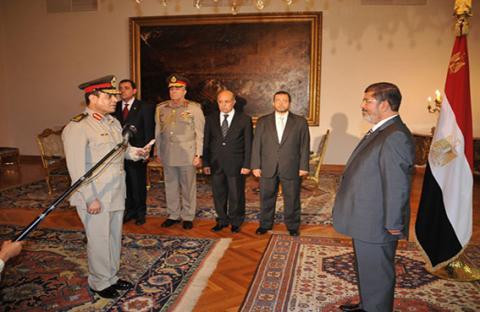 تصويت العسكر يشغل المصريين