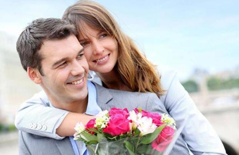 المتزوجون أكثر صحة والعازبات أكثر سعادة