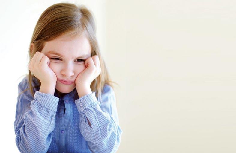 تعرف على كيفية التعامل مع الطفل الانطوائي