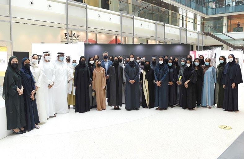 معرض مشاريع تخرج طالبات كلية الفنون والصناعات الإبداعية بجامعة زايد