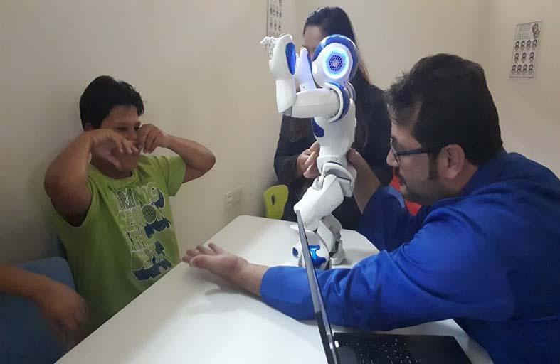 «دبي للتوحد» يعلن نتائج برنامجه للروبوتات التعليمية
