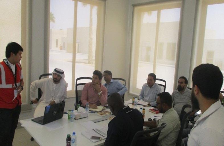 بلدية مدينة أبوظبي تنظم ورشة توعية لمقاولي مشاريع تطوير جزيرة الحديريات بشأن المظهر العام