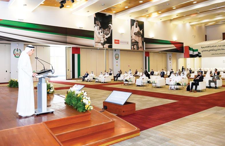 زكي نسيبة يشيد بالإنجازات العلمية والأكاديمية التي حققتها جامعة الإمارات