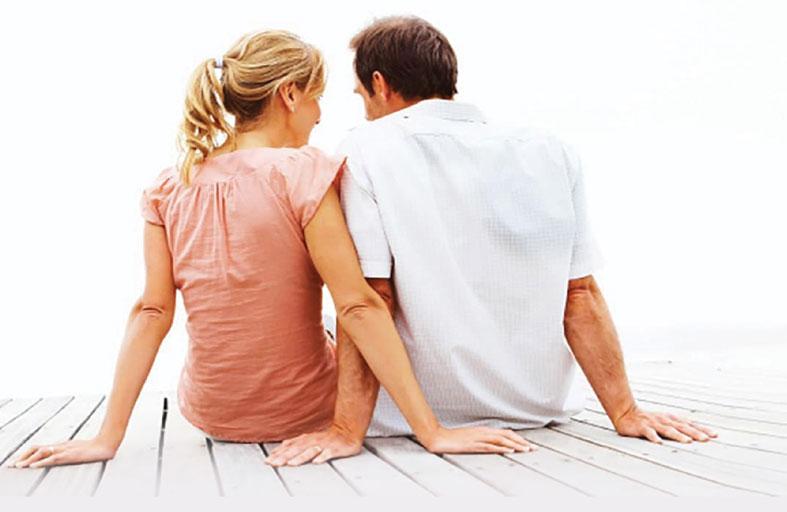 دراسة: المرح أقصر طريق لقلب المرأة!