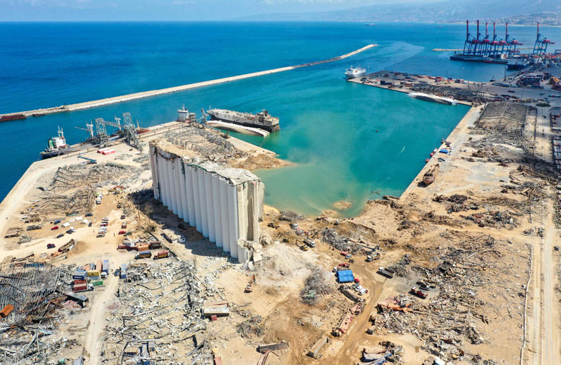 تسونامي الاستقالات يهدد بانهيار حكومة لبنان