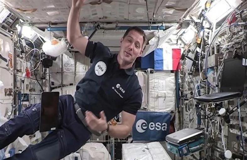بيسكيه يتسلم قيادة محطة الفضاء