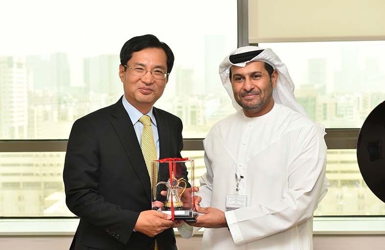 أبوظبي وكوريا تبحثان تعزيز التعاون بمجال التكنولوجيا والمعرفة