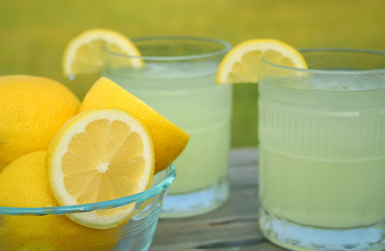 فوائد تناول عصير الليمون على الريق لبشرتك وصحة جسمك