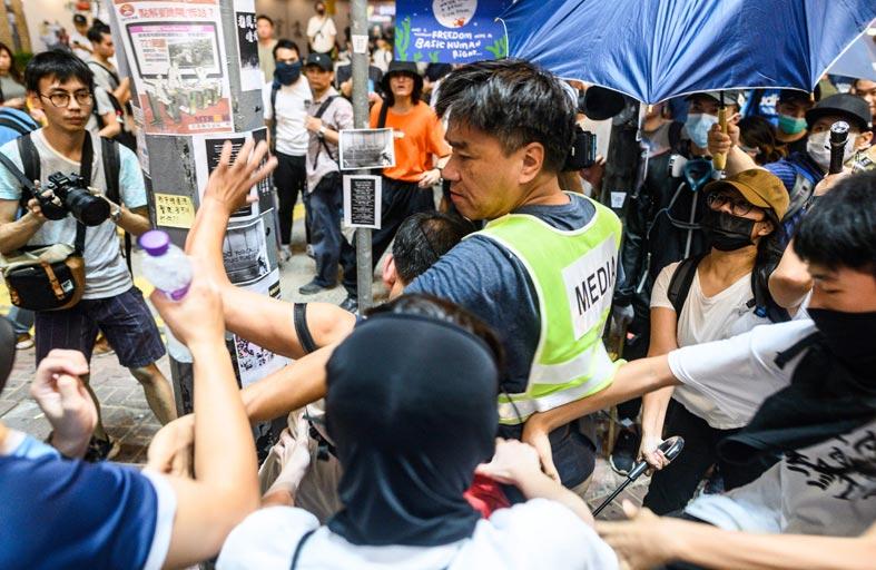متظاهرو هونغ كونغ يدعون بريطانيا للضغط على الصين