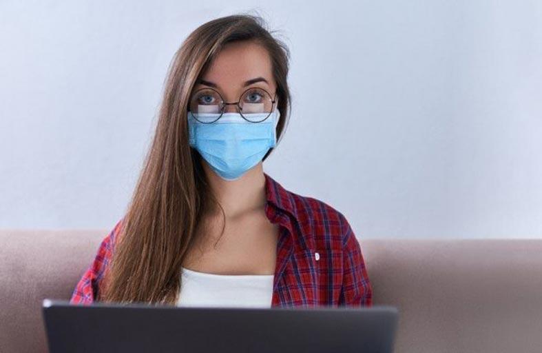 حيلة بسيطة لمنع البخار عن النظارة عند ارتداء الكمامة