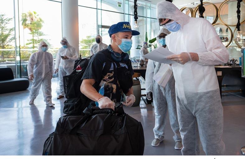 أبوظبي تستقبل النجوم المشاركين في منافسات العودة إلى جزيرة النزال من «يو إف سي»