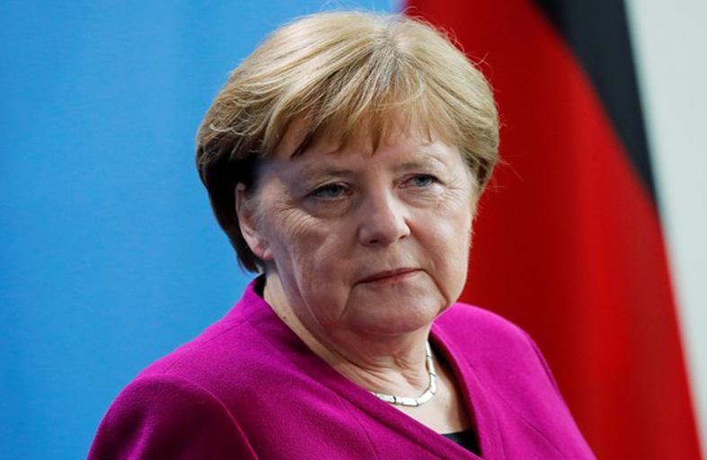 """ميركل تشدد على أهمية القيم """"الإنسانية"""" في أوروبا"""