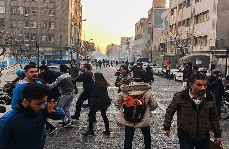 إنه خريف إيران.. إمبراطورية الفوضى في المنطقة تتهاوى