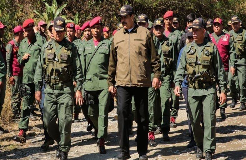 اللعبة السياسية في فنزويلا محصورة بالجيش وواشنطن