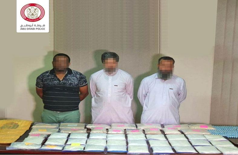شرطة أبوظبي تضبط 3 مروجين بحوزتهم 45 كيلوجرام من المخدرات