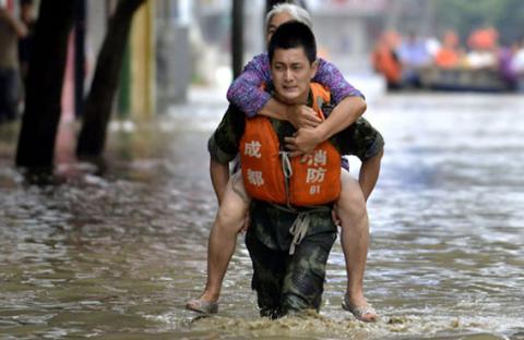 مصرع وفقدان 233 شخصاً و28 ر3 مليار دولار خسائر مادية إثر فيضانات الصين