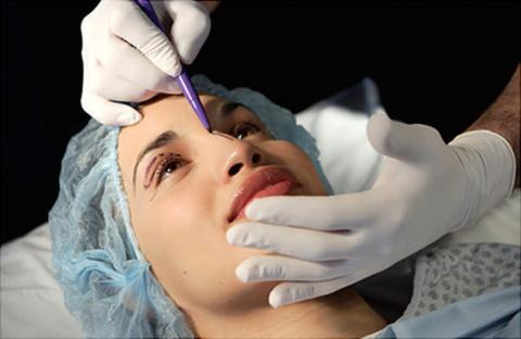 عمليات التجميل لا تزيد الجاذبية
