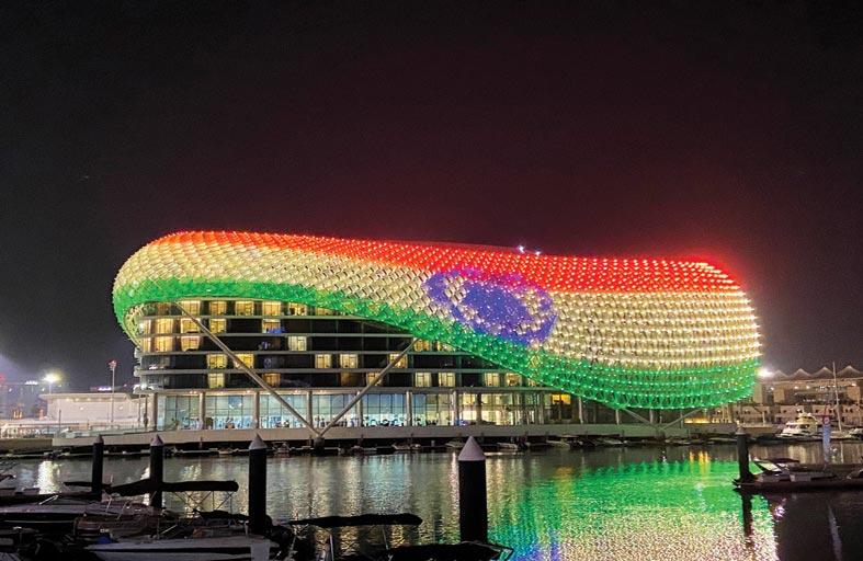 جزيرة ياس تضيء معالمها بألوان العلم الهندي