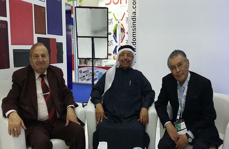فاروق ابوبكر يقيم حفل استقبال للمشاركين بمعرض عالم الورق