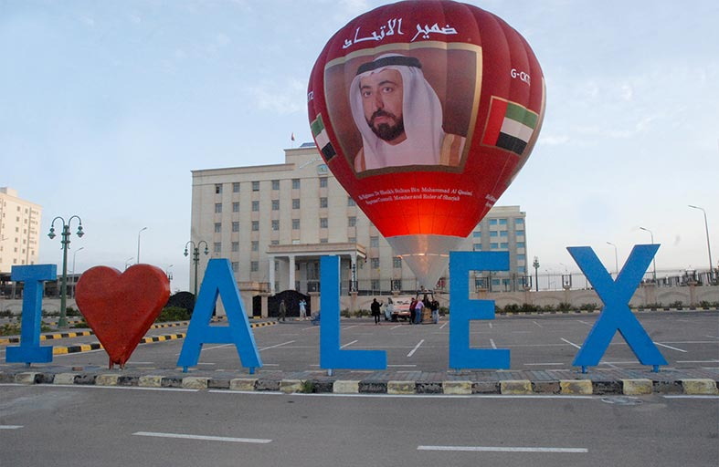 منطاد حاكم الشارقة يختتم مشاركته في «مهرجان مصر للمناطيد»