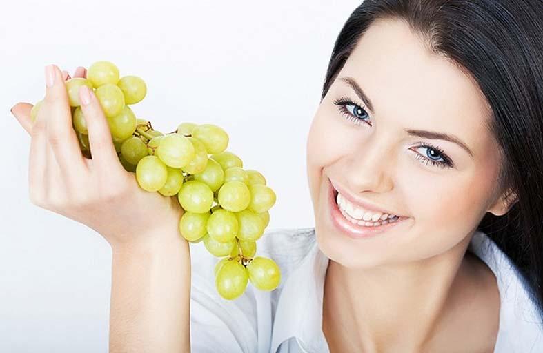 العنب يحارب الاكتئاب المزمن