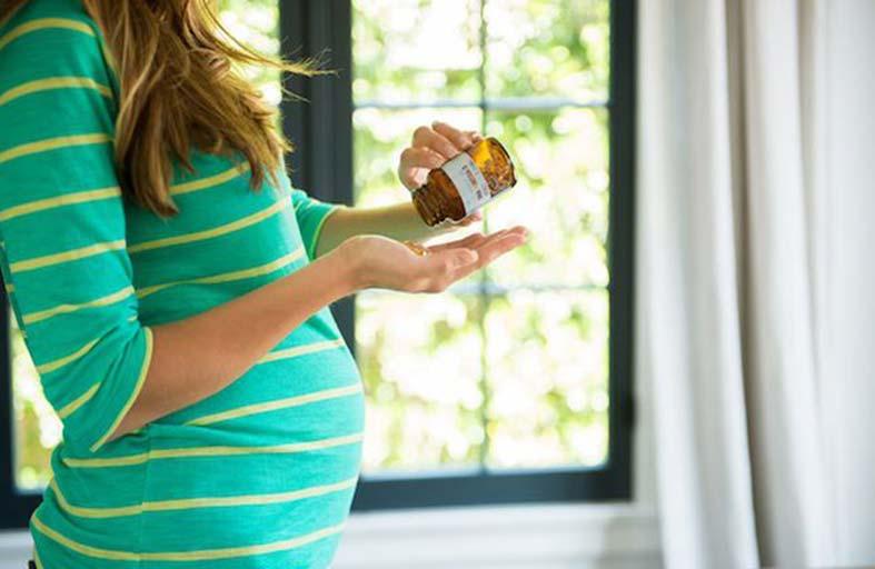 مكمّلات الفيتامينات للحامل.. هل من الضروري تناولها؟