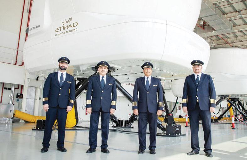 القائم بأعمال الرئيس التنفيذي لطيران الخليج يزور أكاديمية تدريب الاتحاد للطيران في أبوظبي