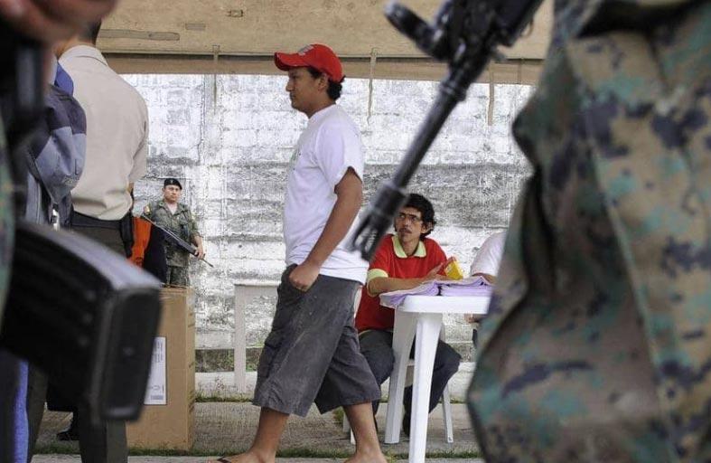 معركة عصابات تودي بحياة 79 سجينا