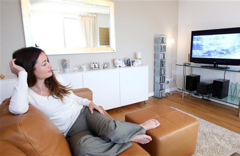 دقة شاشة التلفزيون تحدد مسافة الجلوس