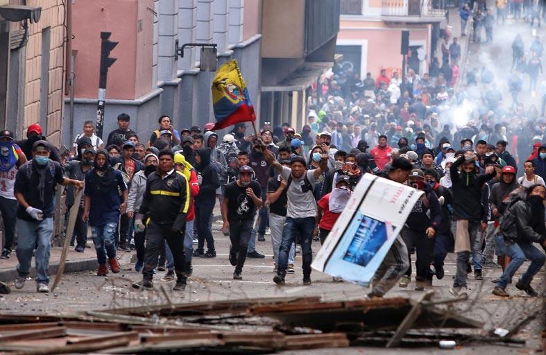 استيلاء محتجين على منشآت نفطية في الإكوادور