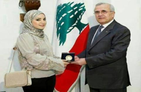 الرئيس اللبناني يكرم أصغر طبيبة بالعالم
