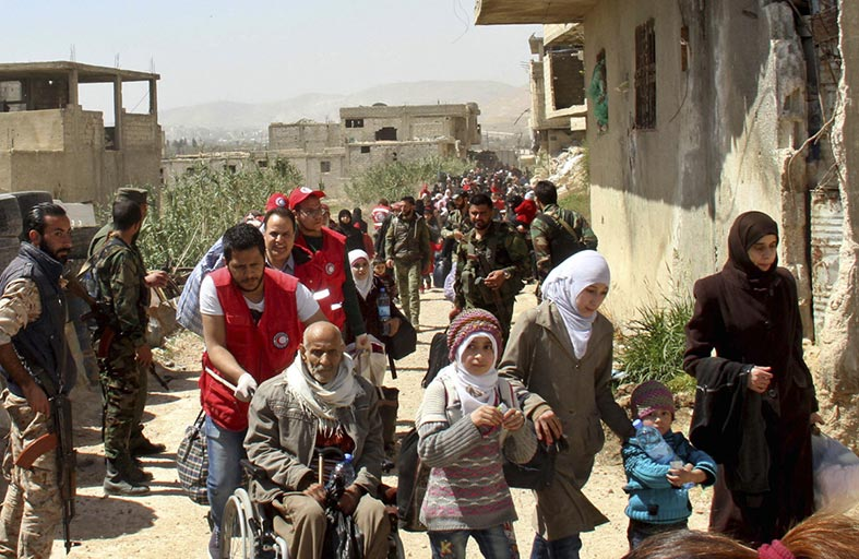 180 ألف نازح جراء القصف في شمال سوريا