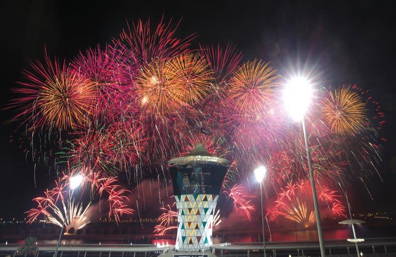 جزيرة ياس تحتفي بالعام الجديد بعرض مميز للألعاب النارية