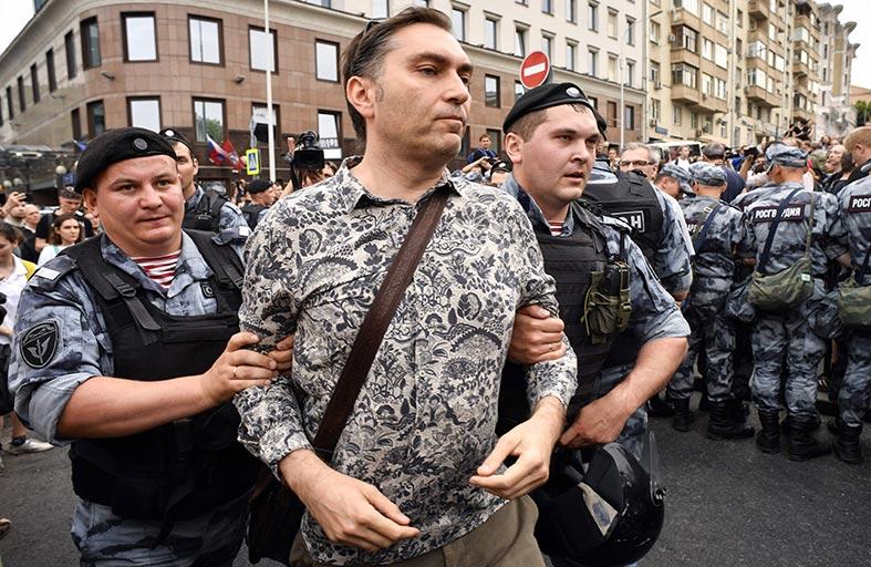 توقيف مئات المتظاهرين المؤيدين لغولونوف في موسكو