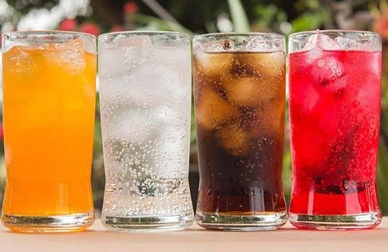 تناول مشروب غازي يوميًا يضاعف احتمالات الإصابة بـالسرطان