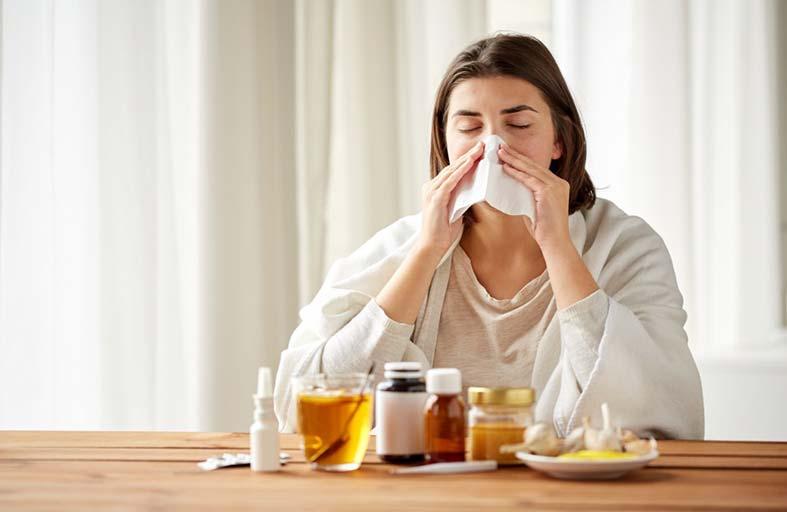 الإنفلونزا والبرد والكوليرا.. كيف تحمي نفسك من فيروسات المطار؟