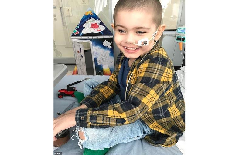 آلاف المتبرعين لإنقاذ طفل اللوكيميا