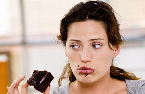 تناول الطعام أثناء الشعور بالشبع من أهم أسباب البدانة