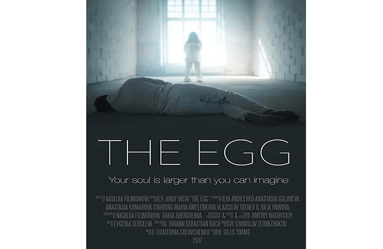 Egg... عمل فكاهي  داكن عن الأمومة