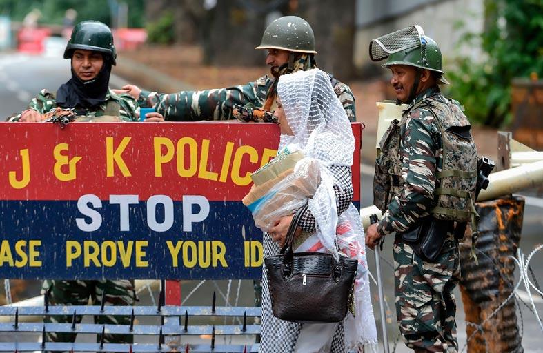الهند وباكستان تتبادلان إطلاق النار